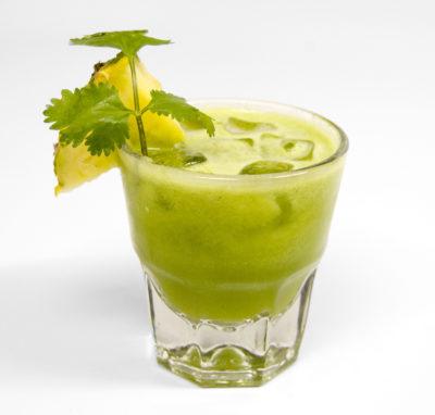 Spritz con ananas, coriandolo e polvere energizzante