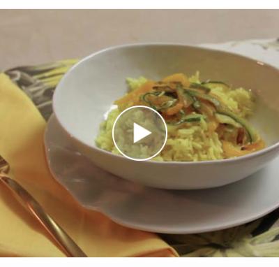 Riso pilaf cotto al forno con zafferano e verdurine di stagione